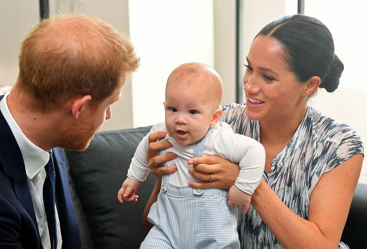 Der britische Prinz Harry und seine Frau Meghan sind Ende September gemeinsam mit ihrem Sohn Archie zu Besuch bei Desmond Tutu, Erzbischof von Kapstadt und Friedensnobelpreisträger.