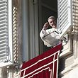 Pope Francis waves as he leads his  Angelus prayer in Saint Peter's square at the Vatican, December 26, 2015. REUTERS/Alessandro Bianchi
