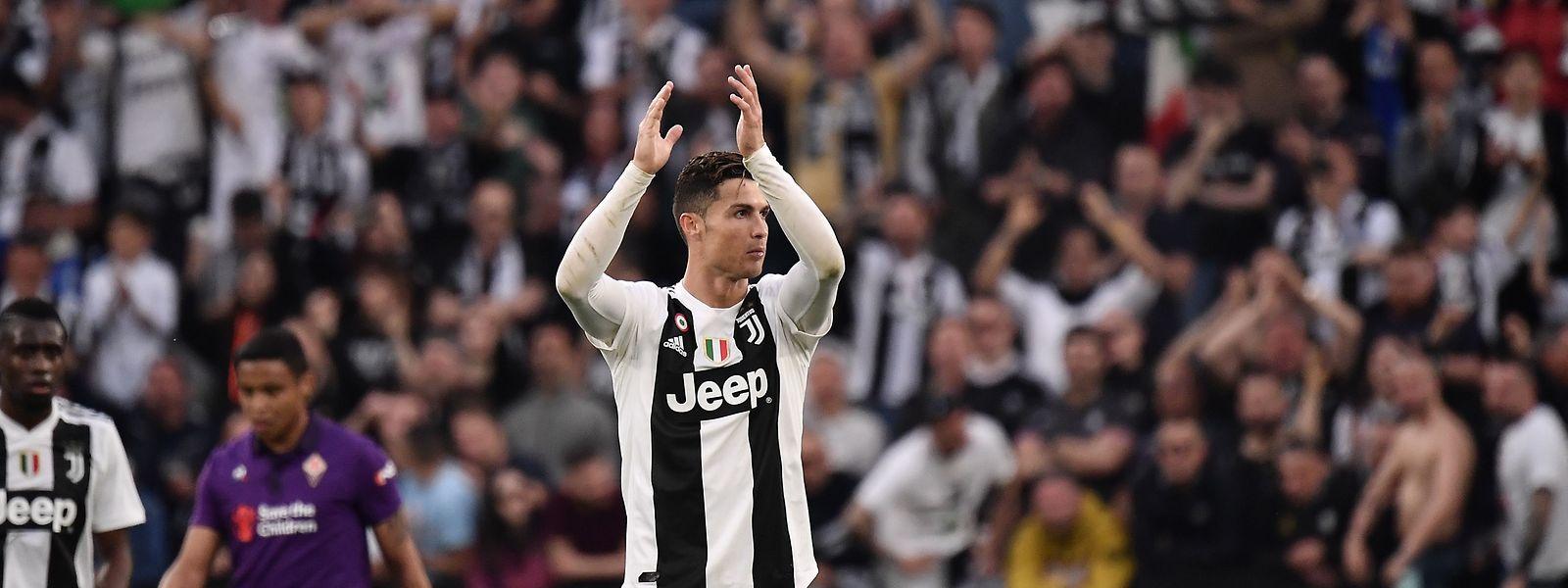Cristiano Ronaldo lässt sich feiern.