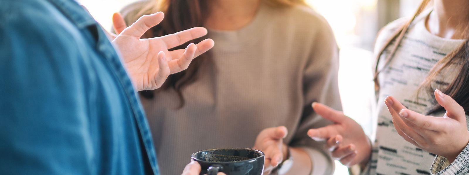 Wenn Menschen sich unterhalten, tun sie das nicht nur mittels ihrer Stimme. Auch die Körpersprache spielt bei der Kommunikation eine wichtige Rolle.