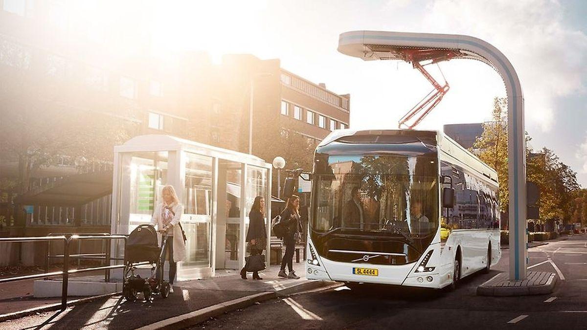 Quatre bus Volvo 7900 Electric remplaceront le parc de bus diesel à Difffedange.  A la station de rechargement, un pantographe se connecte au toit du bus pour recharger ses batteries en quelques minutes seulement.