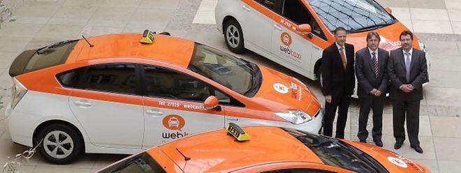 Les véhicules sont des Toyota Prius hybrides, avec une émission de CO2 de seulement 89 g/km.