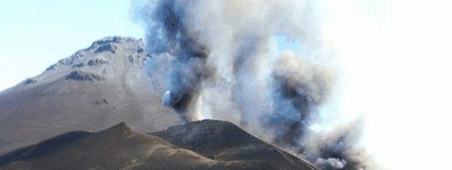A erupção do vulcão da ilha do Fogo destruiu duas localidades e fez 1.300 desalojados