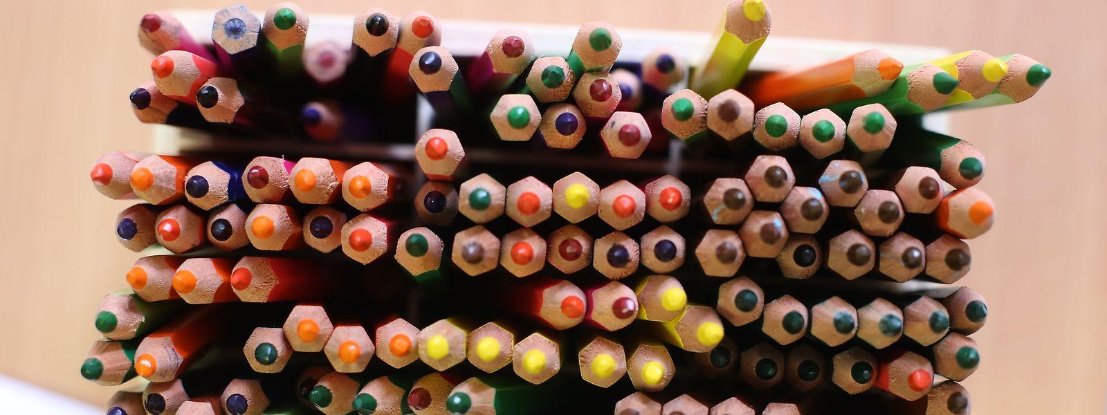 Die Stiftung Warentest hat Produkte für Kinder getestet, darunter Buntstifte.