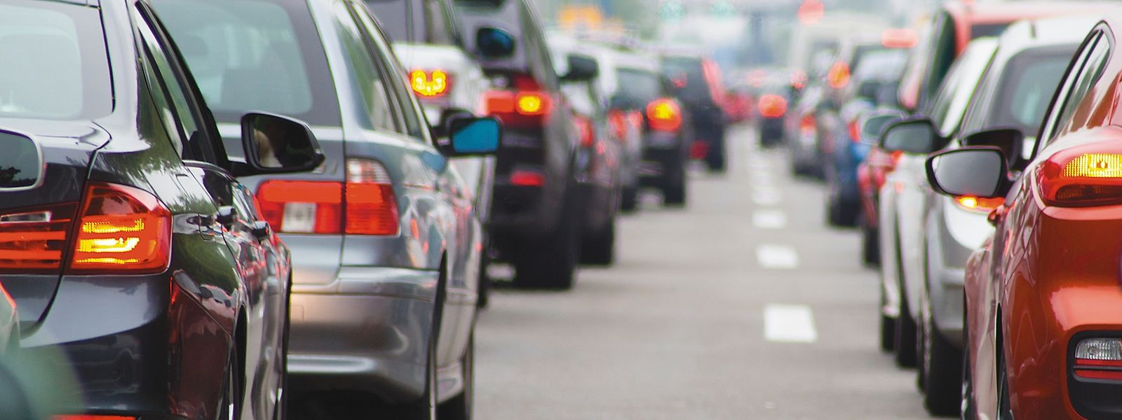Jeden Tag werden - laut offiziellen Zählungen - 250.000 leere Autositze über die Straßen kutschiert. Mit Fahrgemeinschaften soll es besser werden.