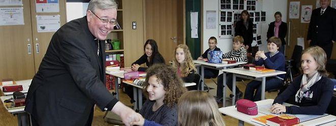 Erzbischof Jean-Claude Hollerich nahm im April 2012 an einem Religionsunterricht in der Mamer Grundschule teil.