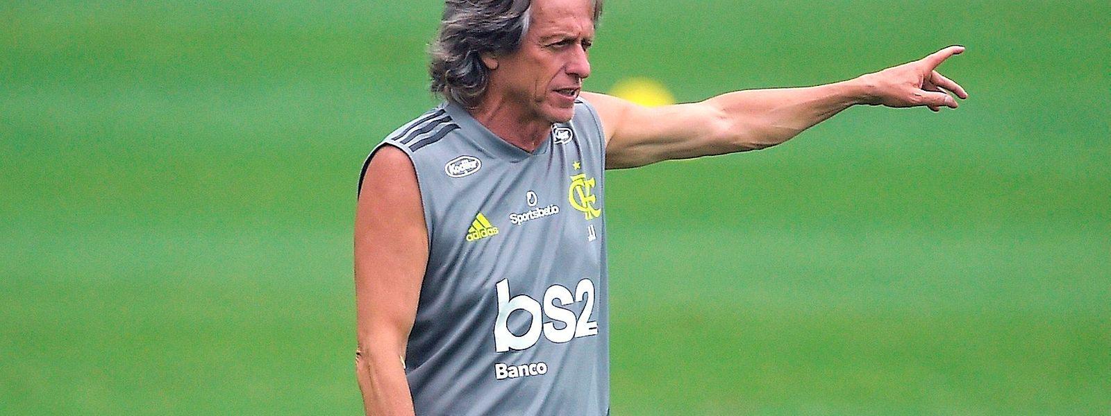 Para chegar ao cetro, Jorge Jesus tem, para já, de se tornar o primeiro treinador luso a atingir uma final, o que conseguirá se, na terça-feira, ganhar aos sauditas do Al Hilal, a ex-equipa do técnico português.
