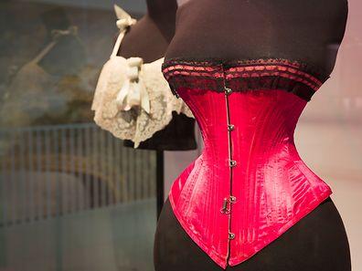 Wespentaille und viel Farbe: Unterwäsche ist auch Ausdruck wechselnder Schönheitsideale.