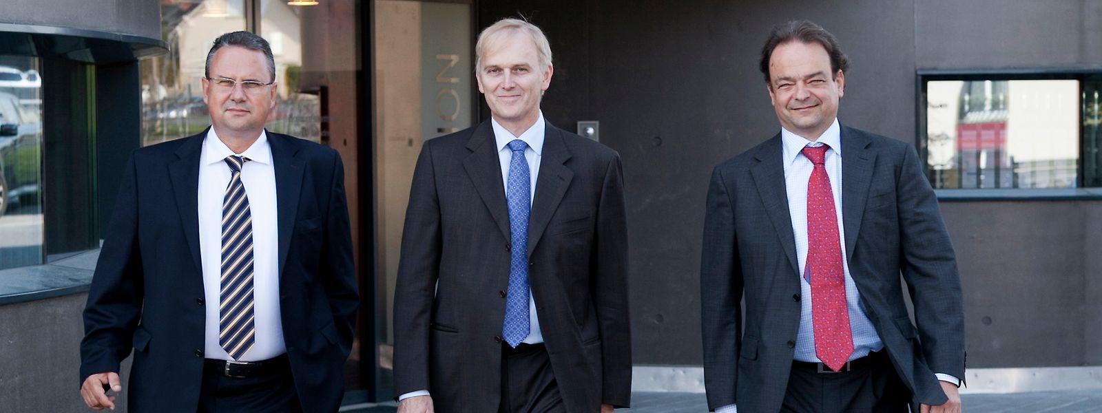 Le p.-d.g. de SwissQuote Marc Bürki, entouré par Michel Ploog (à g.) et Paolo Buzzi (à d.)