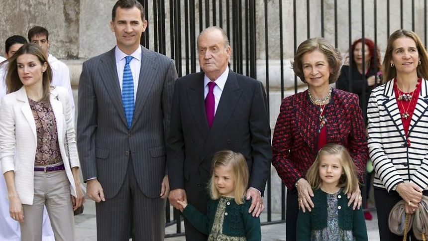 Spaniens König Juan Carlos (M) mit Familie auf Mallorca.
