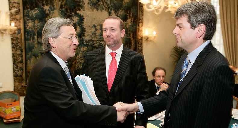 Jean-Claude Juncker begruesst CGFP-Generalsekretaer Romain Wolff. In der Mitte, Claude Heiser.
