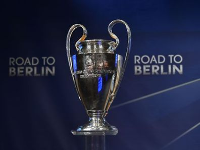 The UEFA Champions League trophy is displayed ahead of the draw for the UEFA Champions League quarter-final football matches at the UEFA headquarters in Nyon on March 20, 2015. AFP PHOTO / FABRICE COFFRINI