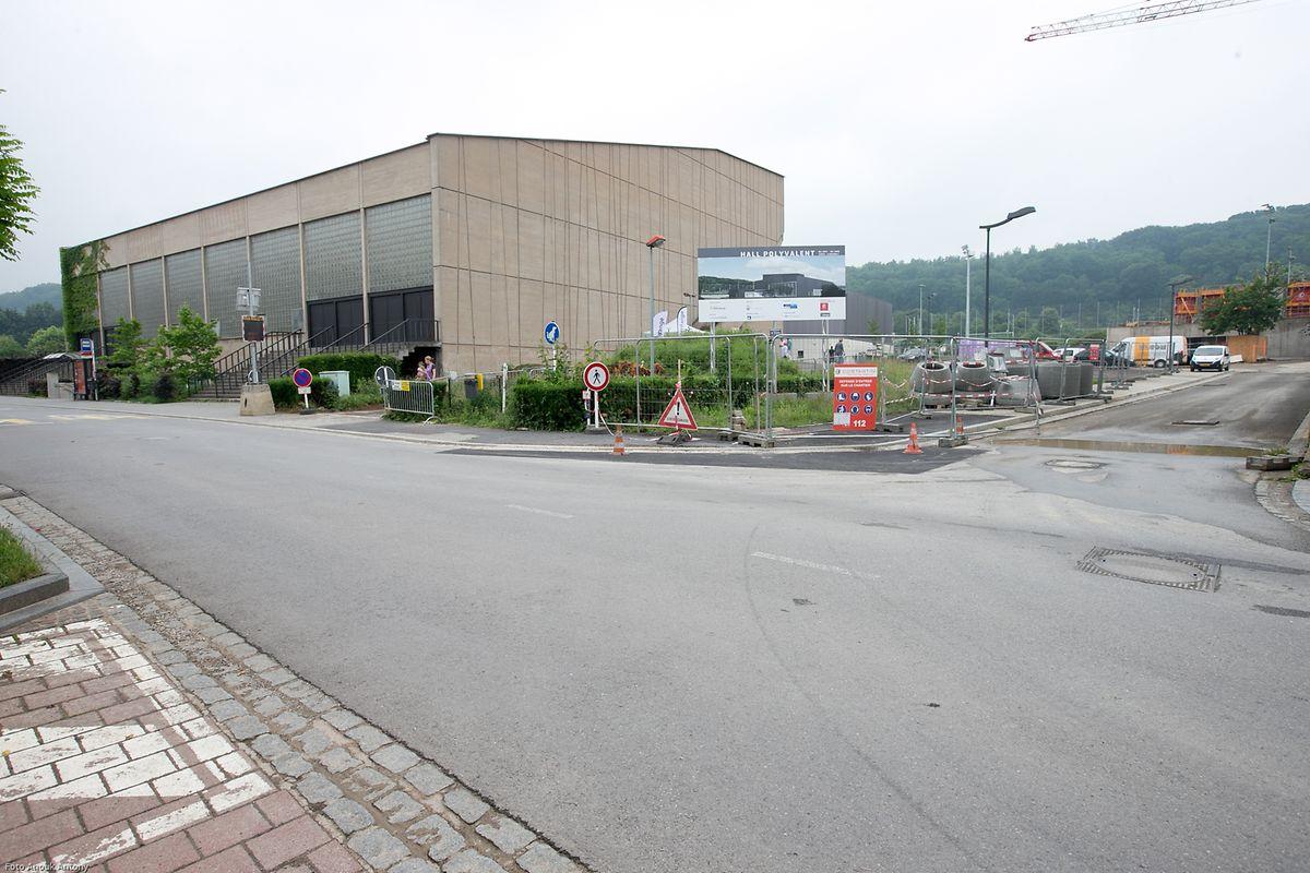 Das Diagnostikzentrum wird an die Sporthalle angebaut.