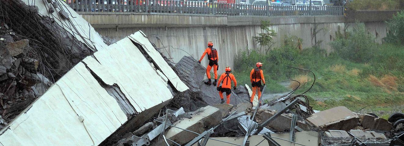 Während eines Unwetters stürzte ein Teil der Brücke ein.