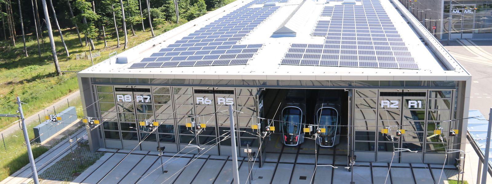 """Le premier bâtiment du """"Tramsschapp"""" est désormais totalement recouvert de panneaux photovoltaïques."""
