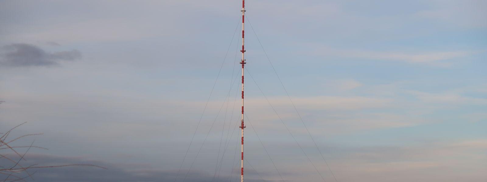 Der Mast in Hosingen ist mit seinen stattlichen 300 Metern auch noch aus etlichen Kilometern Entfernung gut zu sehen.
