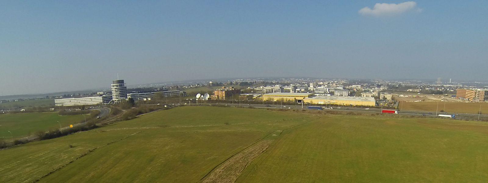 Das Stadion wird auf der Cloche d'Or, in direkter Nähe zur Autobahn, errichtet.