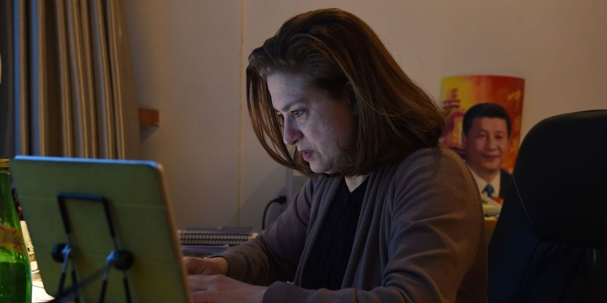 Ursula Gauthier, la correspondante du magazine «L'Obs», dans son appartement de Pékin.