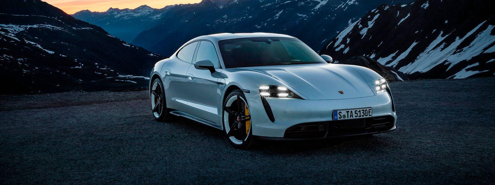 Weniger Verschleißteile: Fahrzeuge wie der vollelektrische Porsche Taycan haben nach Expertenmeinung durchaus das Zeug zum Klassiker.