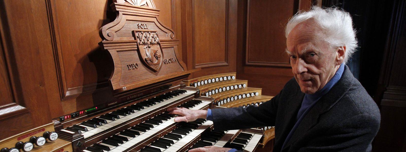 Jean Guillou à l'orgue de l'église Saint-Eustache de Paris en 2010.