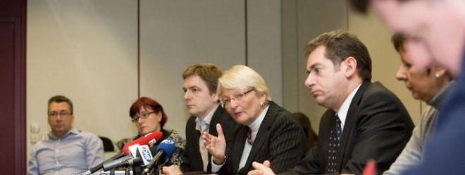 Familienministerin Marie-Josée Jacobs (Bildmitte) gab am Donnerstagmorgen die Ankunft der 14 Kinder bekannt.