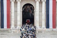 Plus de 7.000 personnes sont venues rendre hommage à l'ancien président de la République française ce dimanche.