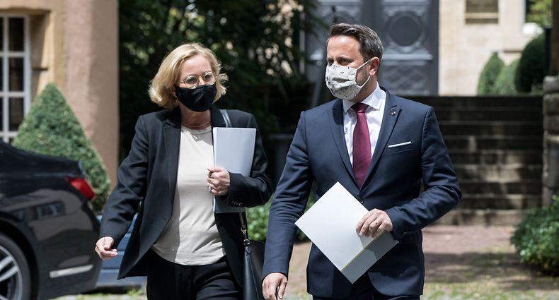 Nach dem Anstieg der Corona-Neuinfektionen: Gesundheitsministerin Paulette Lenert (LSAP) zeigt sich beunruhigt, Premier Xavier Bettel (DP) gibt sich ungewohnt gelassen.