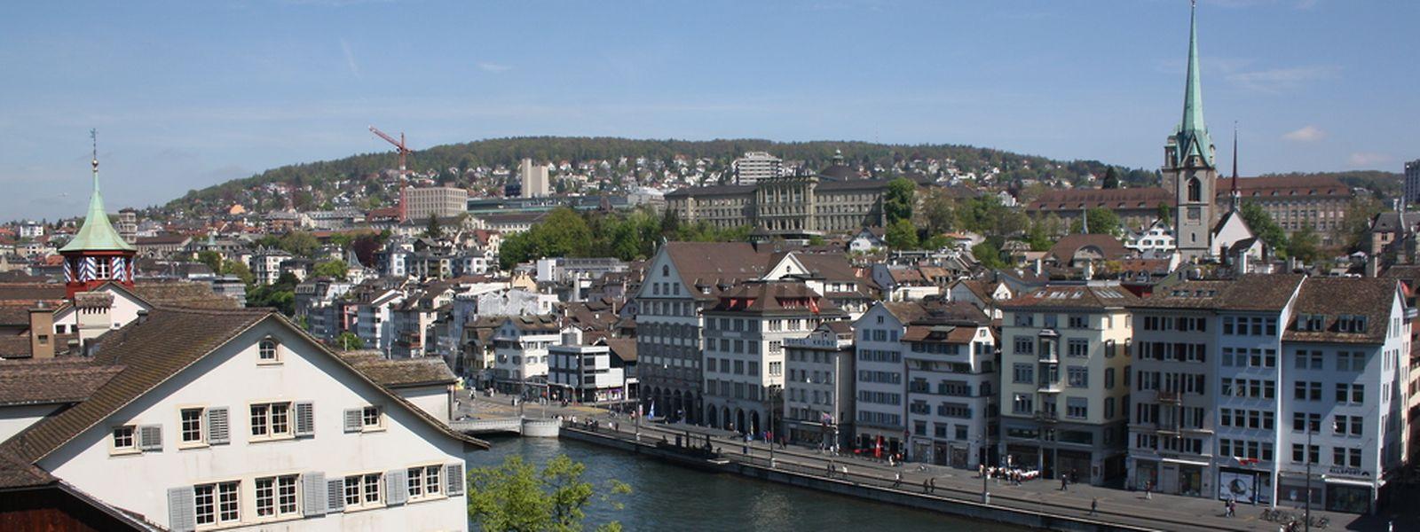 """""""Abgesehen vom ausgezeichneten Angebot der zahlreichen Hochschulen bietet Zürich den Studierenden einen sehr hohen Lebensstandard und reichlich Freizeitaktivitäten an."""""""