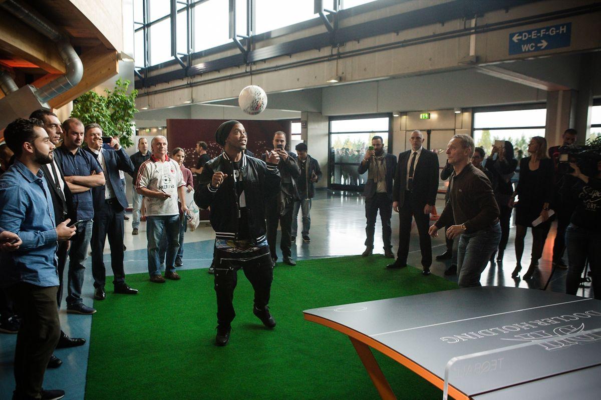 Im Teqball trat Ronaldinho gemeinsam mit Ex-Nationalspieler Roby Langers (r.) an.