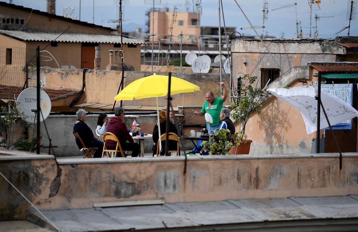 Eine Dachterrasse in Rom am 1. Mai.