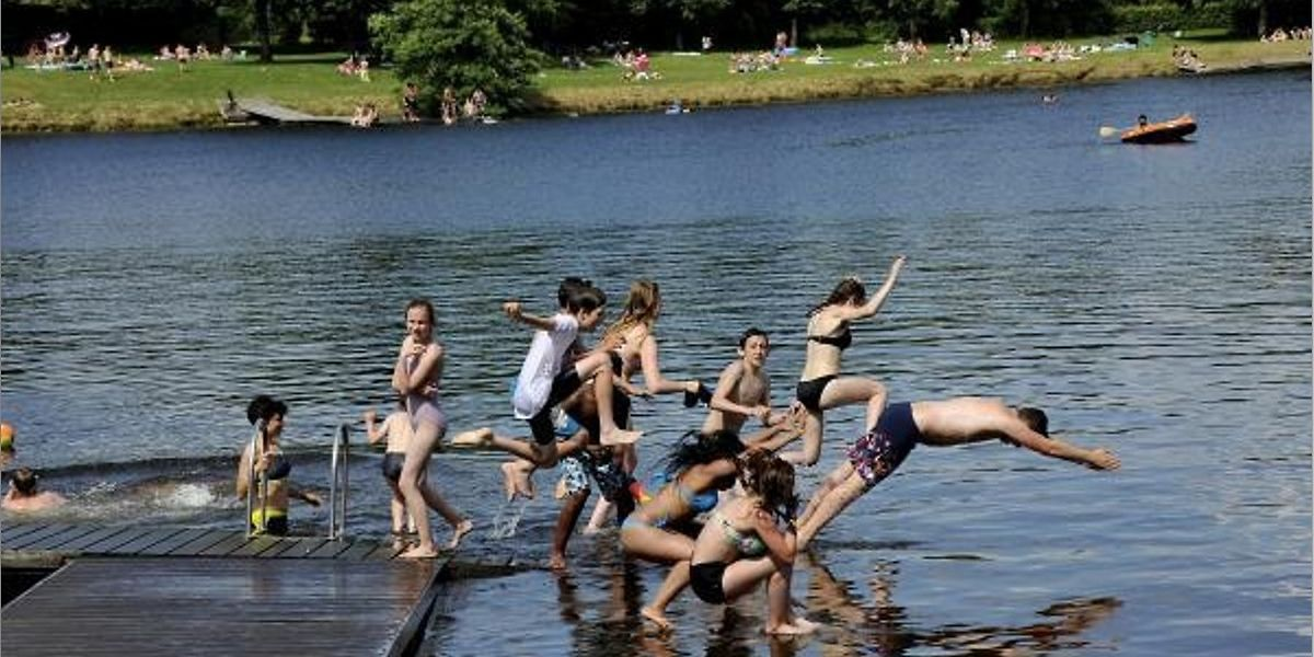 Sicherer Badespaß: In Weiswampach geht es über Stege ins Wasser.