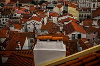 A general view shows the neighbourhood of Alfama taken from the Portas do Sol viewpoint in Lisbon on November 27, 2020. - Fado houses had already lost most of their customers with the fall in tourism due the coronavirus pandemic when a curfew came into force with the most recent restrictions. (Photo by PATRICIA DE MELO MOREIRA / AFP)