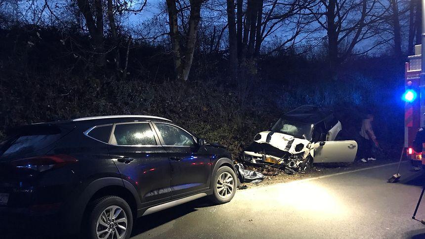 Einer der Wagen war in einer Kurve ins Rutschen geraten.