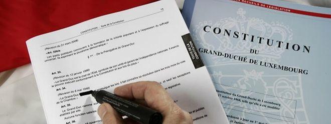Die Regierung will die Verfassung der heutigen Zeit anpassen.