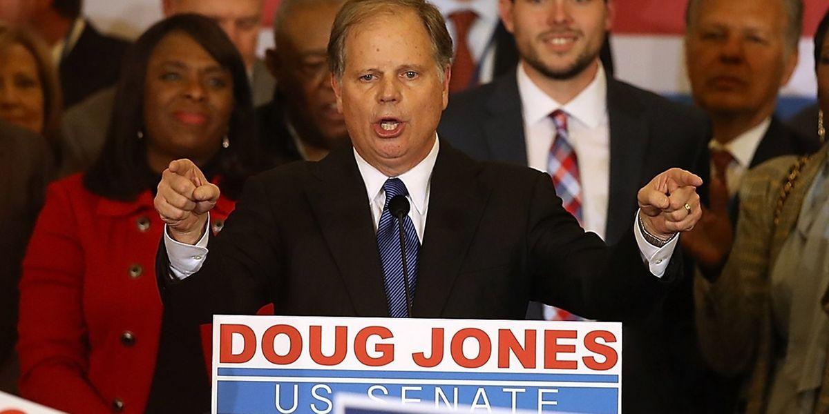 Senador Doug Jones.
