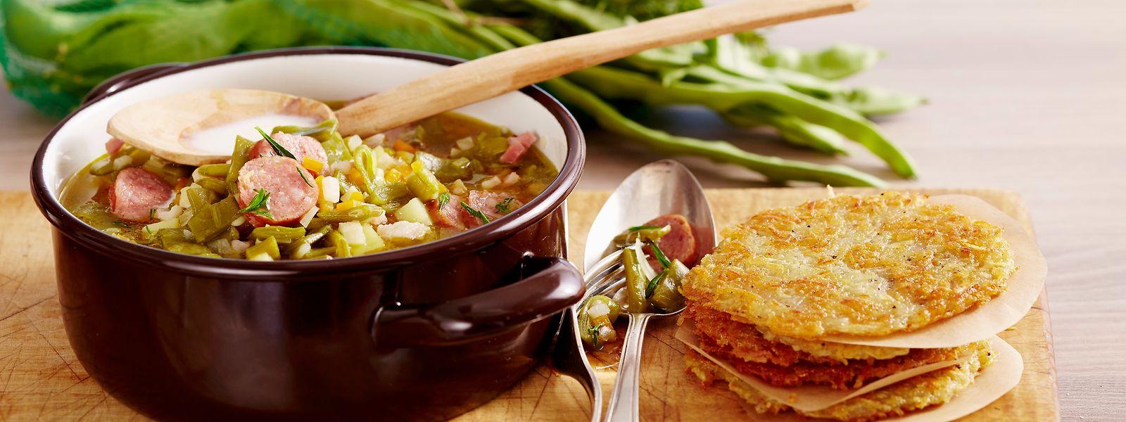 Egal ob mit der ganzen Familie, dem Partner, Freunden – das gemeinsame Kochen fördert den sozialen Austausch und macht nebenbei auch Spaß.