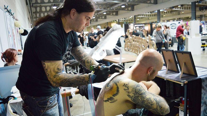 O evento, que decorreu entre sexta e domingo, considerado o maior do género na Europa, contou com a presença de 417 tatuadores de todo mundo, incluindo Portugal