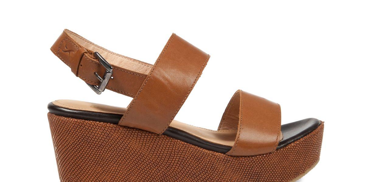 Auch Sandalen haben aktuell oftmals Plateausohlen - hier ein Modell von Brax (ca. 120 Euro).
