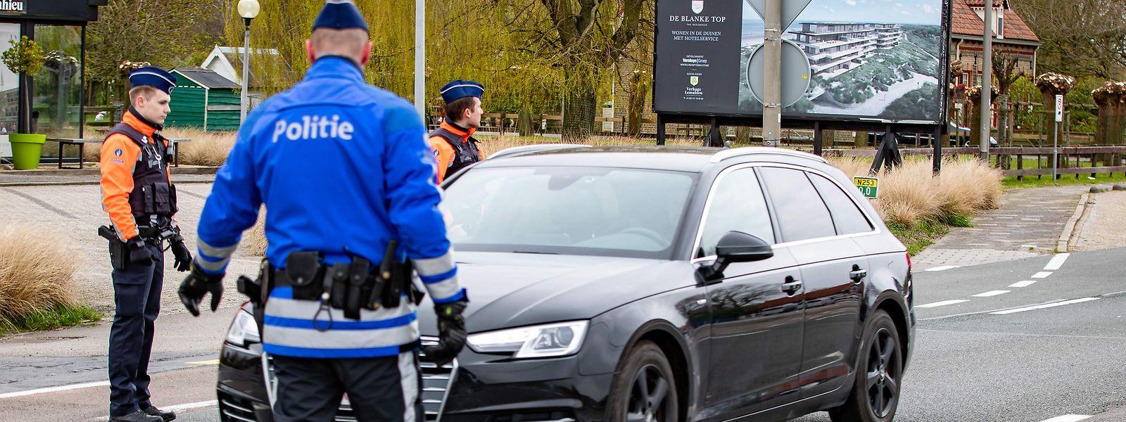 En Belgique, la police renvoie à son domicile tout qui n'a pas une raison valable de se trouver en rue. Toutefois, les policiers doivent s'en remettre à la bonne foi des personnes contrôlées.