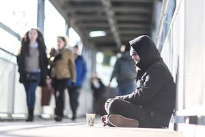 Junge Obdachlose, clochards, Gare de Luxembourg. Photo Guy Wolff