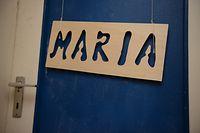Das Namensschild an der Zimmertür hängt noch: Marias Mutter hat die Hoffnung nie aufgegeben.
