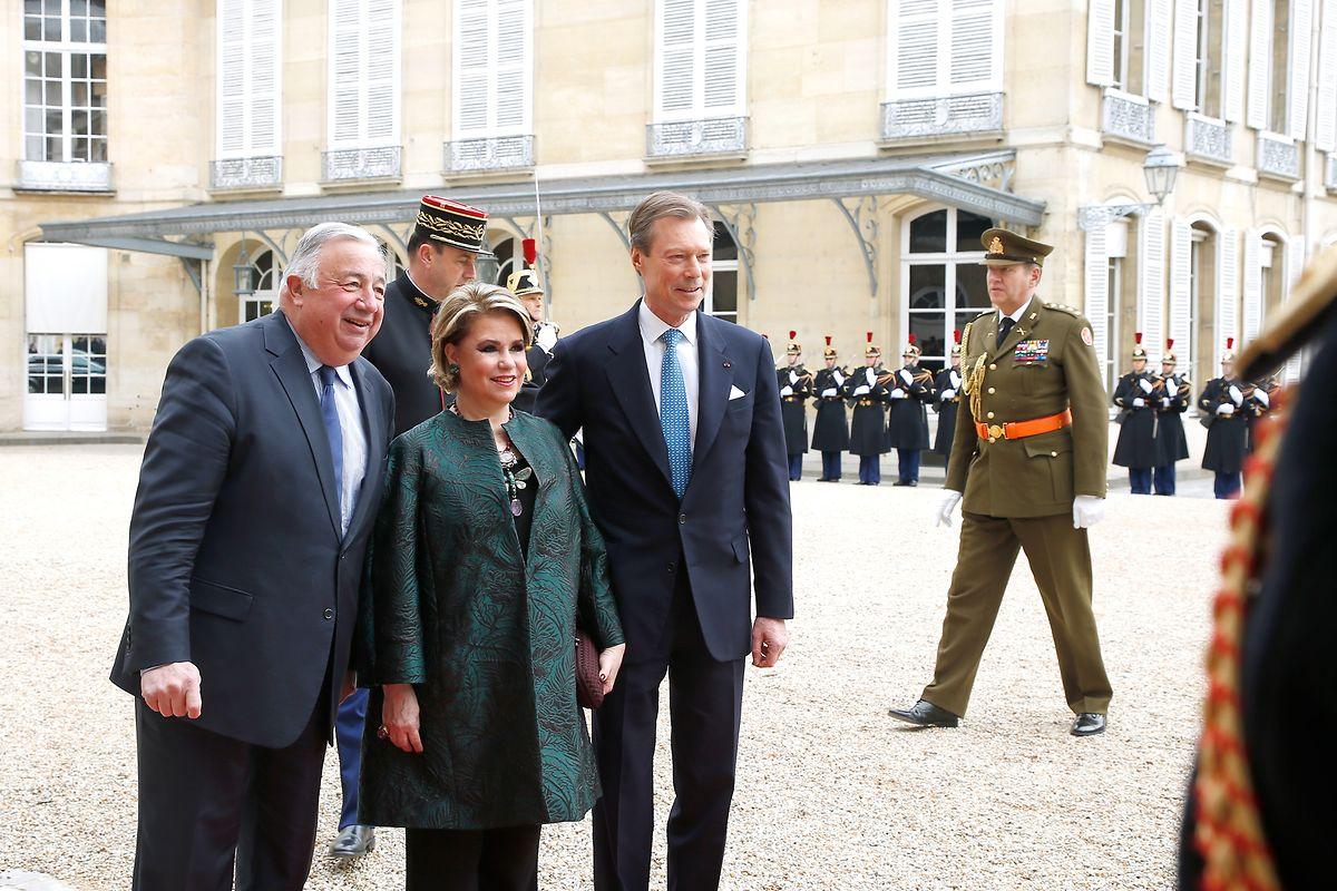 Das großherzogliche Paar stattete am frühen Dienstagmorgen dem Senat einen Besuch ab. Dort wurden sie von Präsident Gérard Larcher (r.) begrüßt.