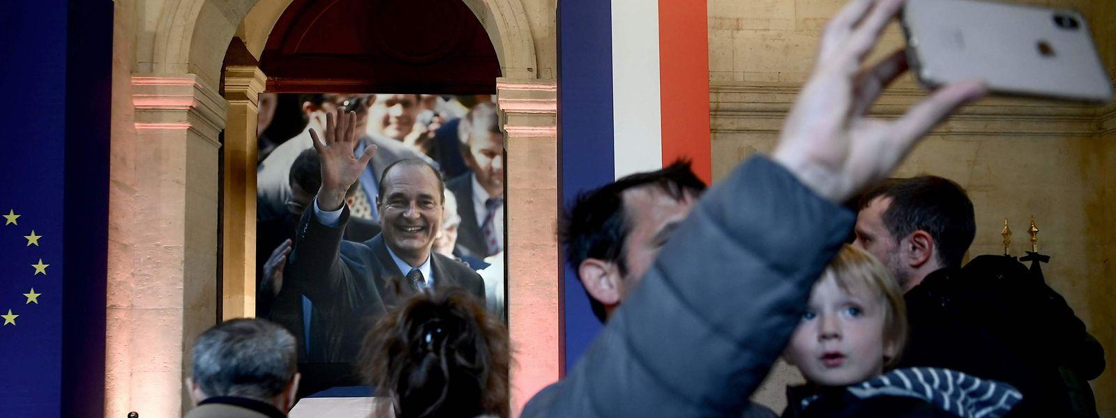 Autres temps, autres mœurs: les selfies se sont multipliés autour du cercueil de Jacques Chirac.