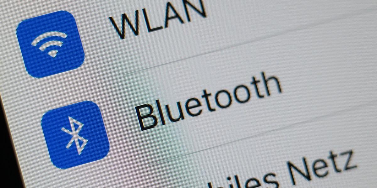 Wer WLAN oder Bluetooth nicht verwendet, sollte die drahtlosen Schnittstellen abschalten. Das bringt mehr Sicherheit und schont den Akku.
