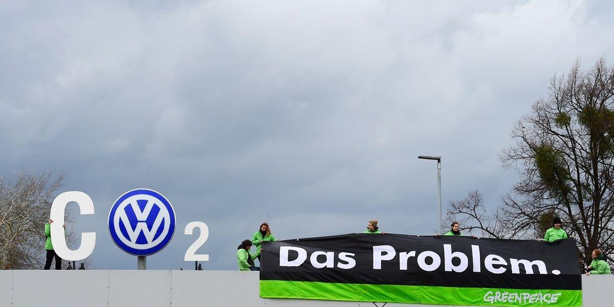 Greenpeace demonstrierte am Montag bei der VW-Zentrale anlässlich der Aufsichtsratssitzung.