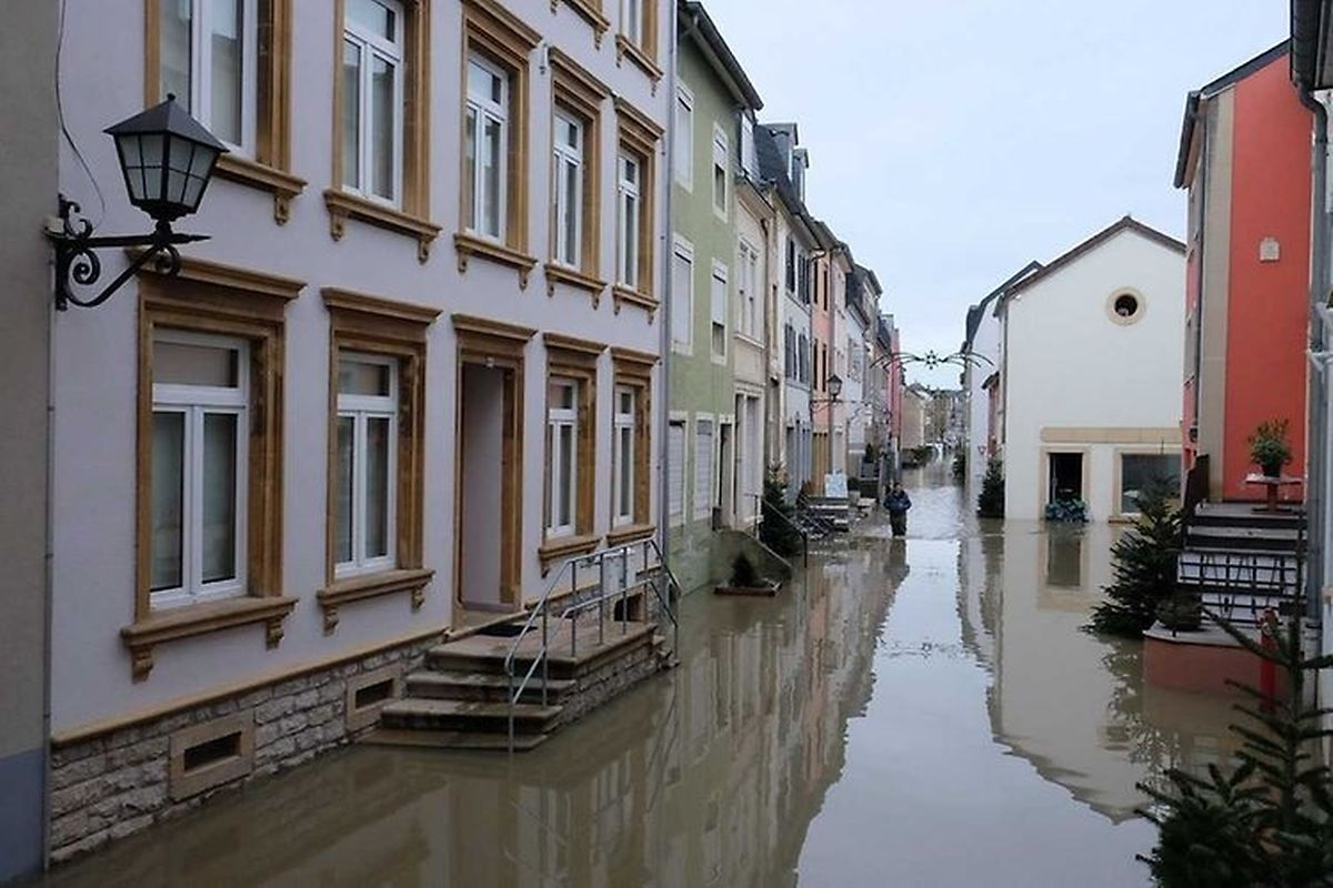 Some people could not leave their houses on Sunday as several streets throughout Remich were flooded (Fern Morbach)