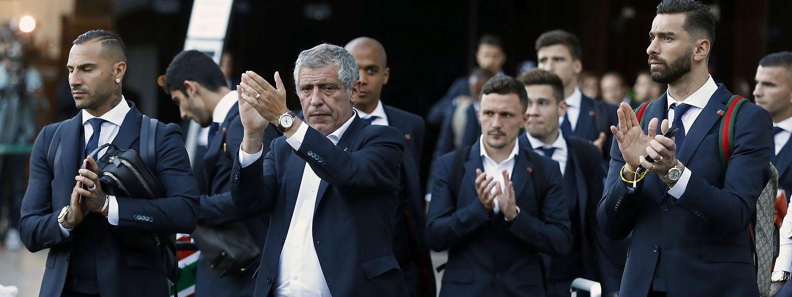 Momento da chegada da seleção portuguesa ao aeroporto de Lisboa.
