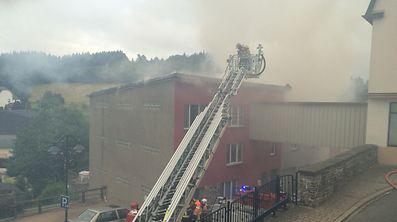 Starker Rauch erschwerte die Löscharbeiten.