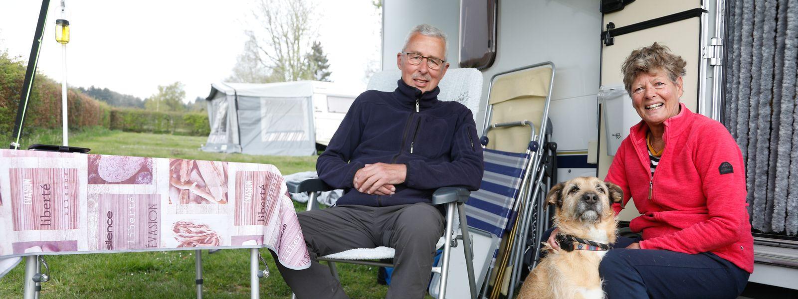 Annemick und Bert fühlen sich auf dem Campingplatz nicht nur wohl, sondern trotz Pandemie auch sicher.