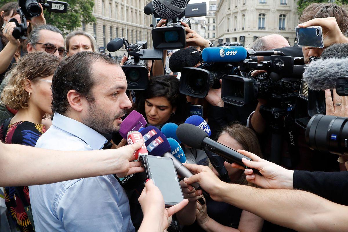 Francois Lambert, der Neffe von Vincent Lambert, spricht nach dem Tod seines Onkels mit der Presse.